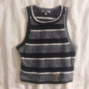 sleeveless striped crop top🌟